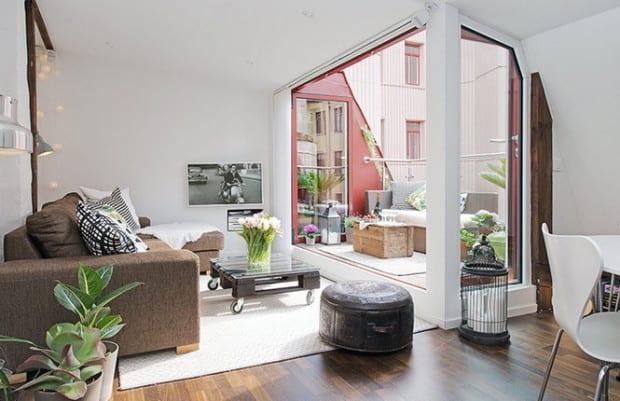 Dachwohnung Mit Dachterrasse Modern Einrichten Ecksofa Braun Und Diy Couchtisch Aus Paletten Coole Einrichtungsideen Fur Wohnessimmer