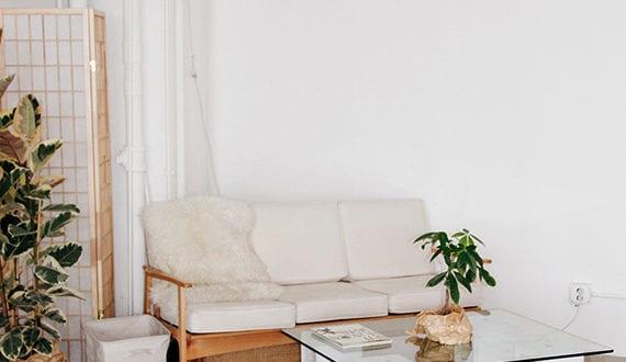 betonbl cke f r tolle diy m bel couchtisch selber bauen mit betonbl cken und glasplatte freshouse. Black Bedroom Furniture Sets. Home Design Ideas