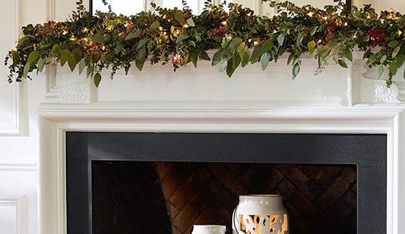kerzen dekoideen fuer mehr romantik in den kalten wintertagen moderne kamin deko zu weihnachten. Black Bedroom Furniture Sets. Home Design Ideas