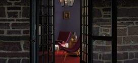 wandfarben ideen für moderne farbgestaltung mit dunkler lila wandfarbe