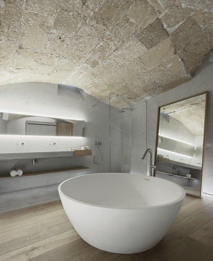 Bemerkenswerte Raumgestaltung Mit Holzboden Bogendecke Aus Naturstein Und