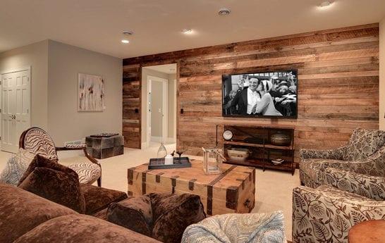 wandgestaltung ideen mit paletten f r wohnzimmergestaltung in rustikalem stil freshouse. Black Bedroom Furniture Sets. Home Design Ideas