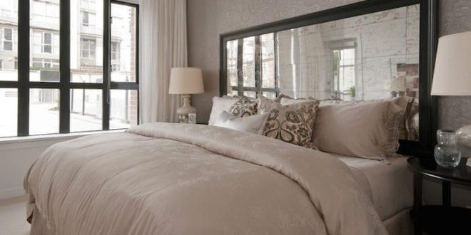 schlafzimmer gestalten modern mit spiegel bett kopfteil freshouse. Black Bedroom Furniture Sets. Home Design Ideas