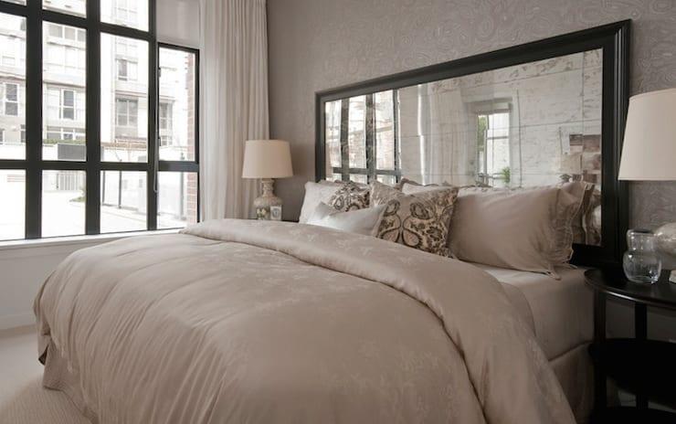 Schlafzimmer-gestalten-modern-mit-Spiegel-Bett-Kopfteil - fresHouse