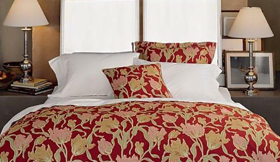 schlafzimmer originell gestalten mit spiegel bett kopfteil freshouse. Black Bedroom Furniture Sets. Home Design Ideas
