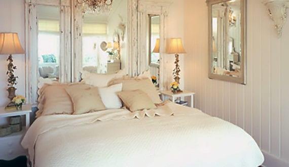 Rustikales schlafzimmer gestalten mit spiegel bett kopfteil freshouse - Rustikales schlafzimmer ...