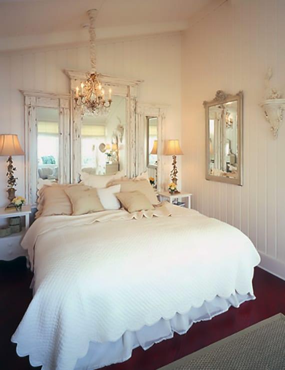 rustikales-Schlafzimmer-gestalten-mit-Spiegel-Bett-Kopfteil - fresHouse