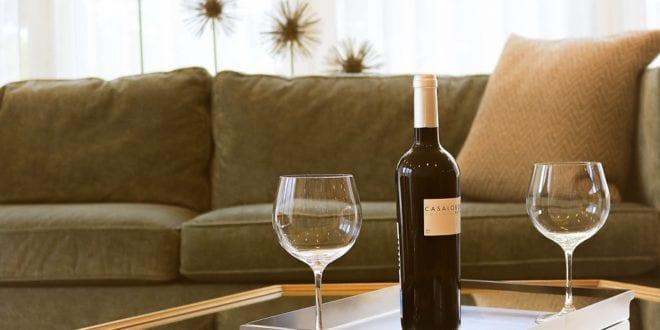 g stezimmer ansprechend gestalten mit sofa und couchtisch. Black Bedroom Furniture Sets. Home Design Ideas