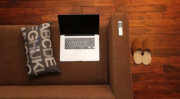Bodenbelag im Wohnzimmer: Wohnliche Alternativen zu Parkett und Laminat