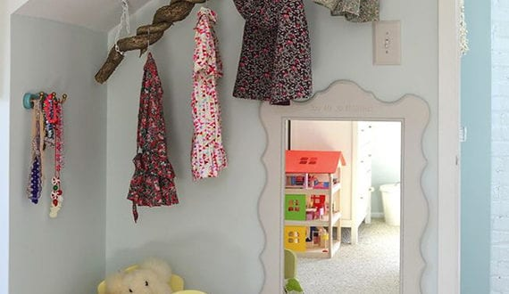 ein reizendes kinder und babyzimmer gestalten mit diy ast kleiderstange freshouse. Black Bedroom Furniture Sets. Home Design Ideas