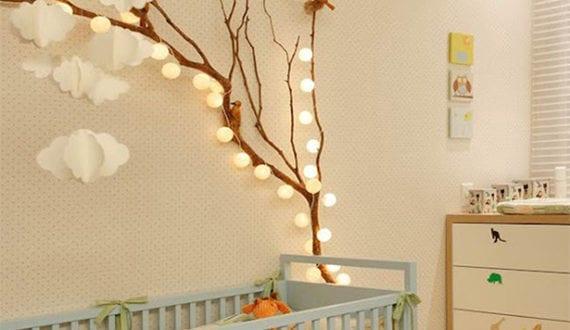 ein reizendes kinder und babyzimmer gestalten mit zweigen und lichterkette freshouse. Black Bedroom Furniture Sets. Home Design Ideas