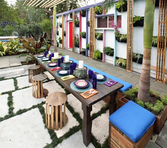 Zaun Und Mauer Im Garten In Lebendigen Akzent Verwandeln Durch Farbe
