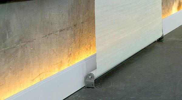 Indirekte Raumbeleuchtung durch moderne Sockelleisten