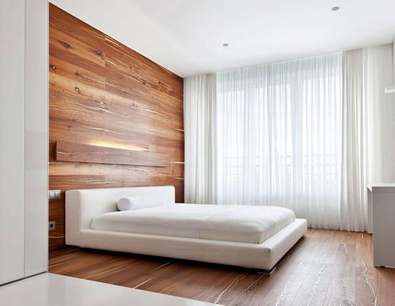 luxus-schlafzimmer-in-weiß-mit-bodenbelag-und-moderner ...