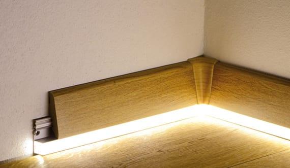 r ume gestalten und beleuchten mit holzfu leisten und profile f r indirekte beleuchtung freshouse. Black Bedroom Furniture Sets. Home Design Ideas