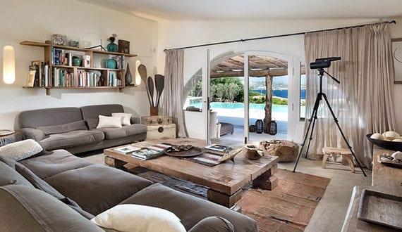 elegante und gem tliche wohnungseinrichtung mit massivholzm beln f r wohnzimmer mit blick aufs. Black Bedroom Furniture Sets. Home Design Ideas