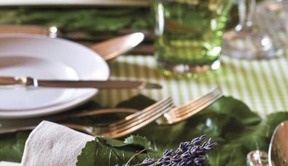 Servietten falten kreativ mit lavendel und weinblatt f r for Tisch design servietten