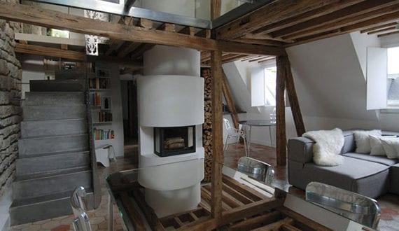 modernes-loft-apartment-interieur-mit-kalksteinwand,holzbalken ...