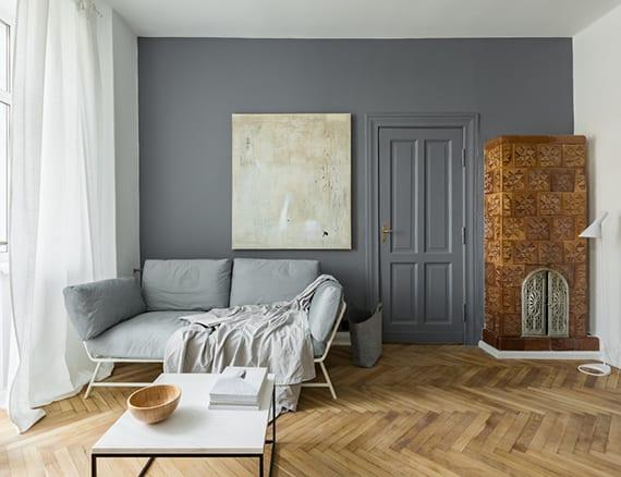 Modernes wohnzimmer in kleinem raum mit kamin einrichten for Modernes wohnzimmer einrichten