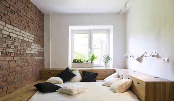 Kreative Einrichtung Schlafzimmer Mit Matratze Auf Holzpodest Mit Schubladen Und Regalsystem Holz Freshouse
