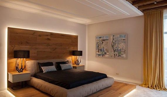 Attraktiv Luxus Schlafzimmer Einrichten Mit Designer Bett Auf Holzpodest,