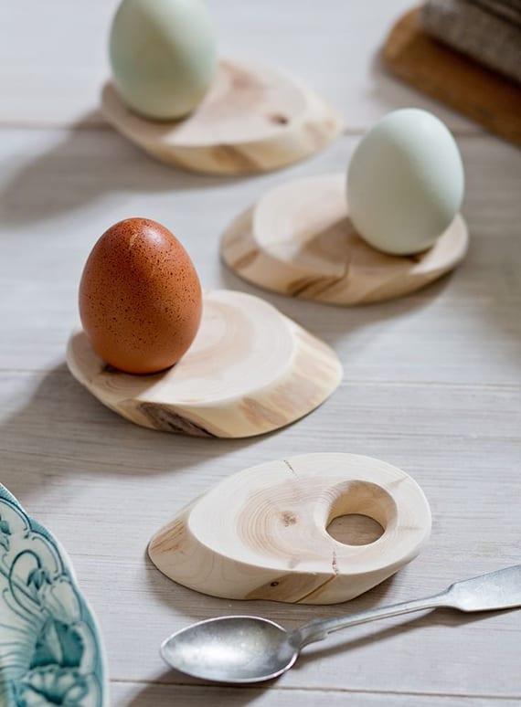 coole bastelidee für selbstgemachtes geschenk aus holz_diy eierhalter aus kleinen holzscheiben