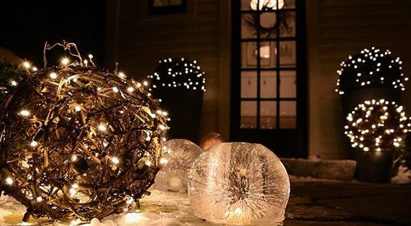 Outdoor Dekoideen für einen festlichen Hauseingang zur Weihnachtszeit
