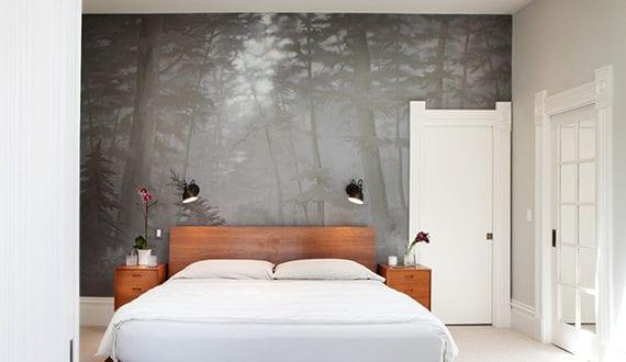 Moderne schlafzimmergestaltung in wei mit holzbett und for Moderne schlafzimmergestaltung