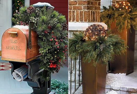 coole hauseingang weihnachstdekor mit zapfen-gartenkugel ,weihnachtsleuchten und tannenzweigen in metallblumenkübeln