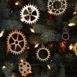 kreative weihnachtsanhänger machen aus zahnrädern