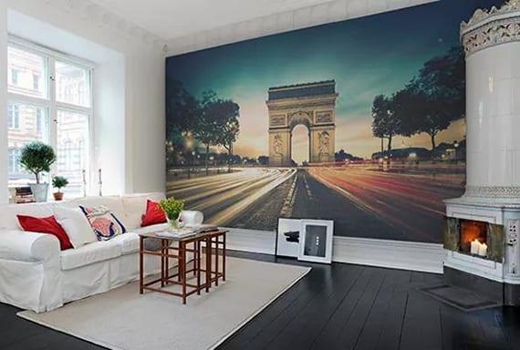 sehenswürdigkeit fototapete anbringen auf die wand im wohnzimmer mit rundem kamin weiß, sofa weiß, holzcouchtisch auf teppich beige und holzboden schwarz