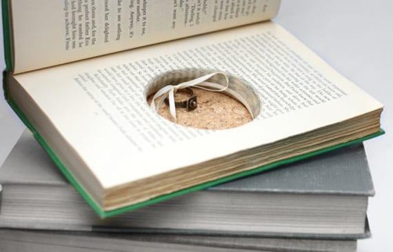 selbtsgemachte buch ringbox als kreative ideen für diy schmuckverpackung