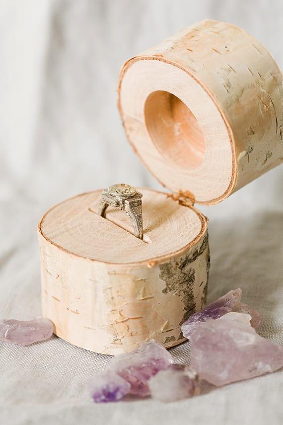 heiratsantrag machen mit verlobungsring in DIY Ring Box aus holz