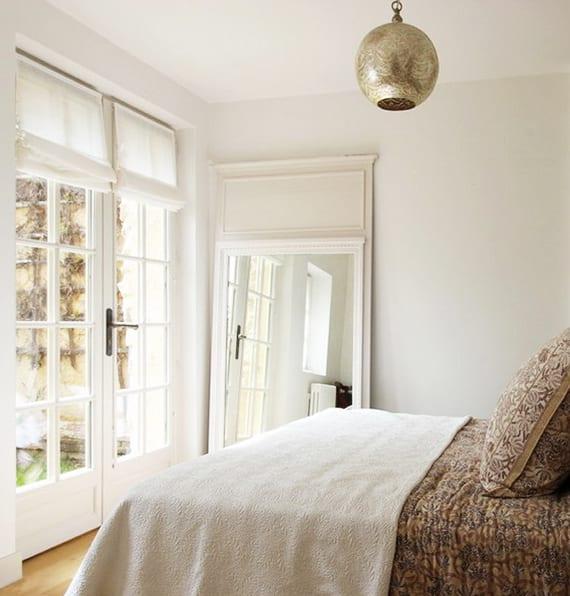 tipps f r elegante gestaltung mit spiegel im schlafzimmer. Black Bedroom Furniture Sets. Home Design Ideas