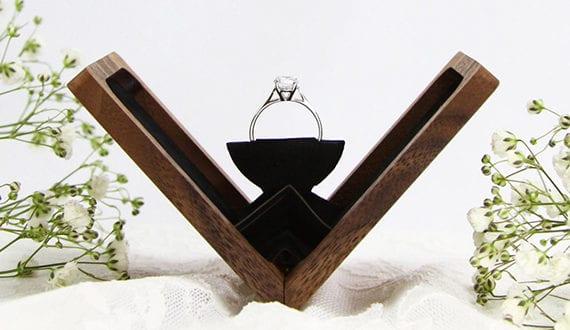 elegante ring box aus holz f r eine perfekte verlobung freshouse. Black Bedroom Furniture Sets. Home Design Ideas