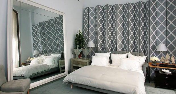 gro fl chige spiegel im schlafzimmer neben dem bett anbringen coole schlafzimmer ideen f r. Black Bedroom Furniture Sets. Home Design Ideas