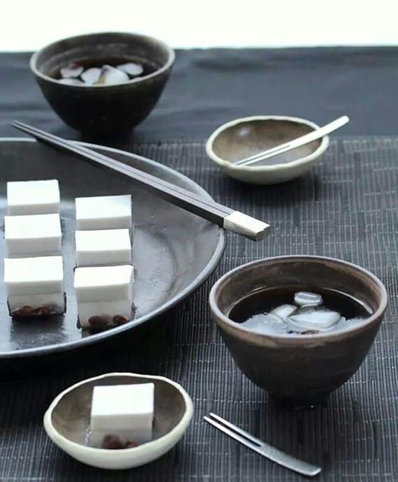 wagashi süßigkeiten aus agar gelee mit süßen bohnen und kokos als idee für kreatives dessert