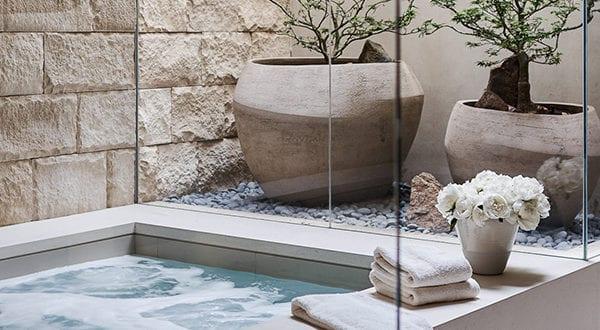 Attraktive Blumendeko und Gestaltungsideen mit passenden Blumenkübeln für jeden Wohnstil