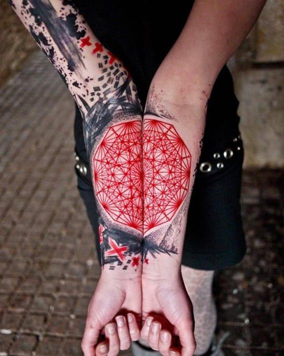split geometrische tätowierung unterarm