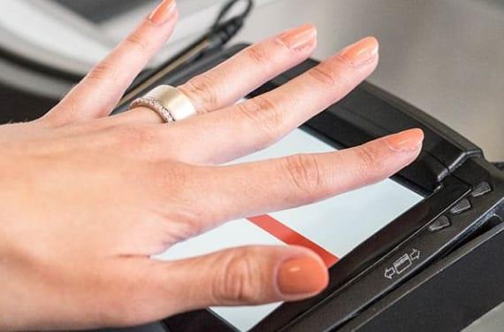 biometrischer ring mit fingerprint-sensor für bargeldlose Zahlungen