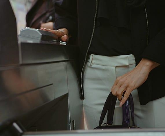 öffentliche ferkersmittel ohne ticket und fahrkarte nutzen dank dem biometrischen ring-token