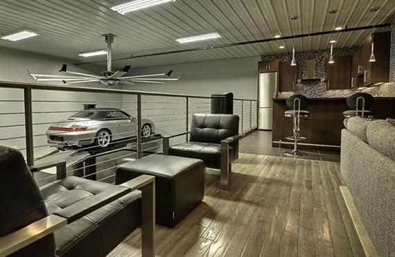 wohnzimmer modern einrichten mit bar, gemütlicher sitzecke und parkplatz für porsche carrera