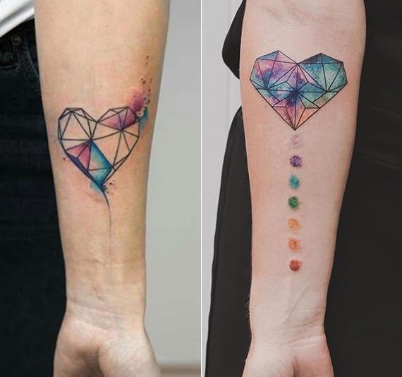 interessante und farbige herz arm tatoo ideen für frauen
