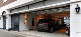 modernes wohnzimmer mit offener garage für zwei autos neben dem essbereich