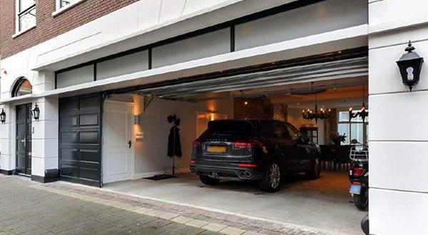 Living in a garage: Wie sieht ein Luxus Wohnzimmer stolzer Besitzer von Sportwagen aus?