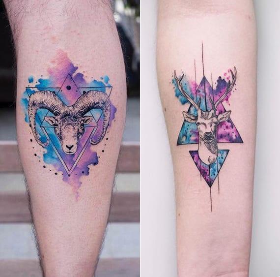 interessante geometrik watercolor tattoo ideen mit hirschkopf und schafbockkopf im dreieck