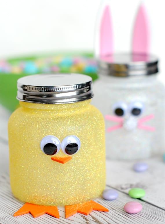 coole kücken-osterdeko aus schraubglas und gelber glitzer farbe selber machen