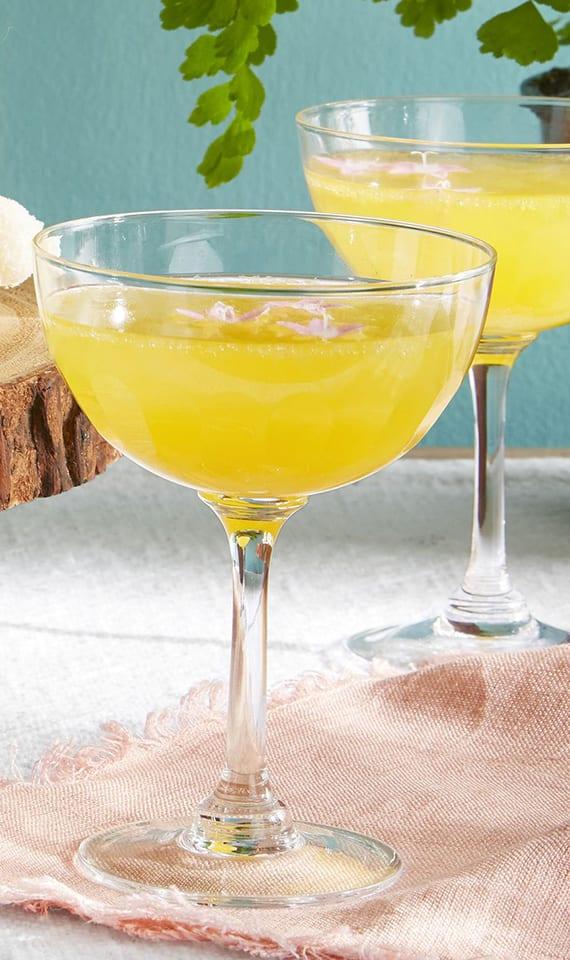 20 cocktail rezepte f r den fr hling und einen gelungenen osterbrunch freshouse. Black Bedroom Furniture Sets. Home Design Ideas