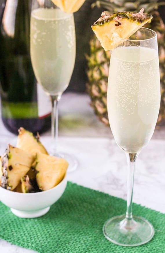 rezept idee für Champagner-Cocktail mit 7up und ananassaft