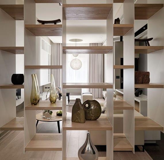 moderne einzimmerwohnung in weiß und holz gestalten und mit modernem hängeregal in bereiche teilen